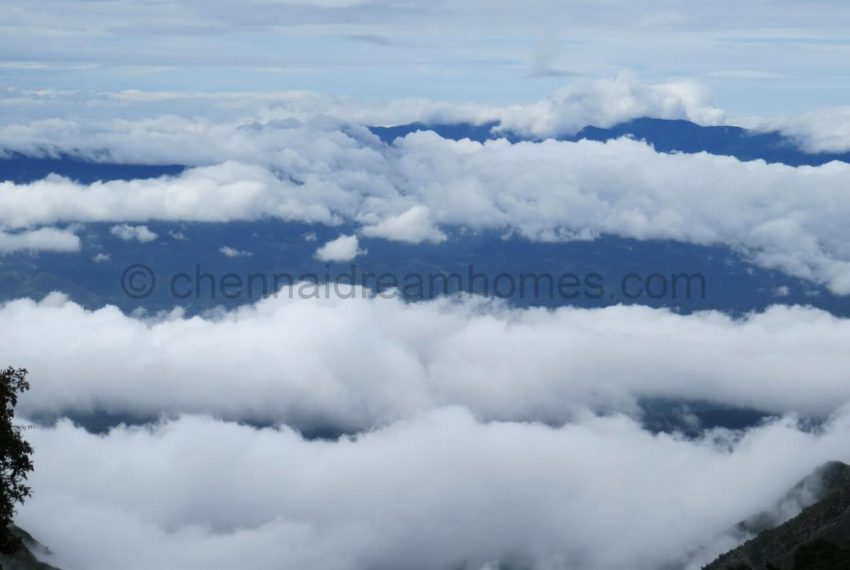 Clouds_covering_the_mountains