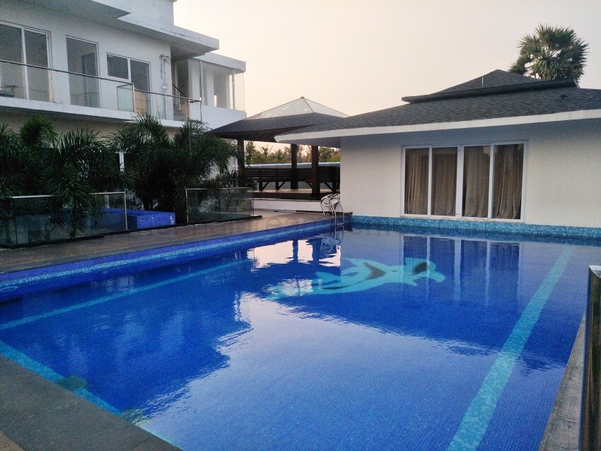 Beach house for rent in ecr with direct sea view swimming pool for Kodaikanal cottage with swimming pool