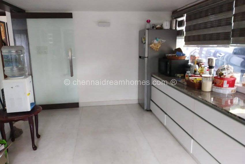 2 kitchen .jpg