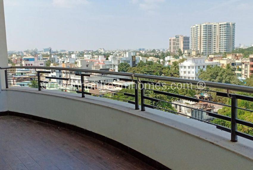 sea-view-balcony.jpg